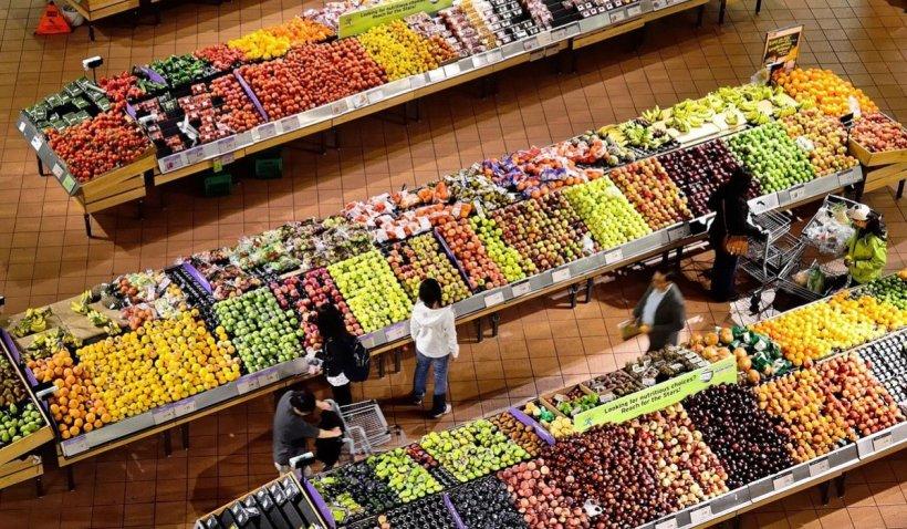 Românii vor găsi mai multe produse românești pe rafturile din magazine. Noile reguli pentru retaileri
