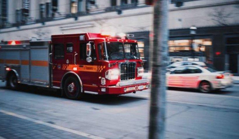 Un bărbat a dat foc apartamentului unde se afla soția lui, după care a fugit