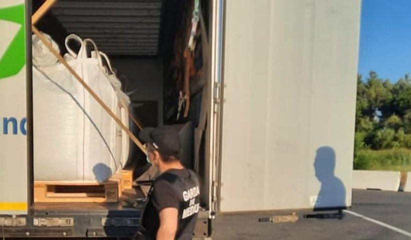 Amendă de 60 de mii de lei pentru un șofer de TIR, în Șimian, Mehedinți. Transporta ilegal pilitură de cupru
