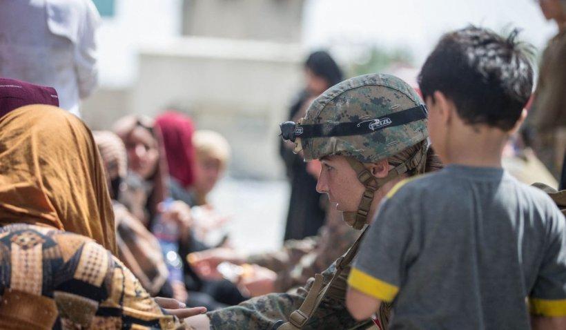 """Bilanțul atentatului de la Kabul ia proporții apocaliptice: peste 170 de morți. Pentagon: """"Atentatorul a trecut de controlul talibanilor"""""""