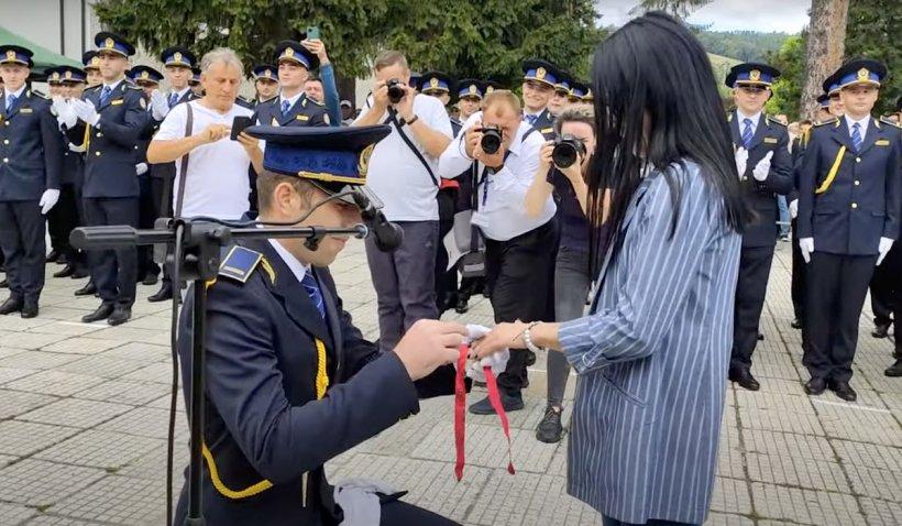 Două cereri în căsătorie, în timpul festivității de absolvire a viitorilor agenți de penitenciare din Târgu Ocna