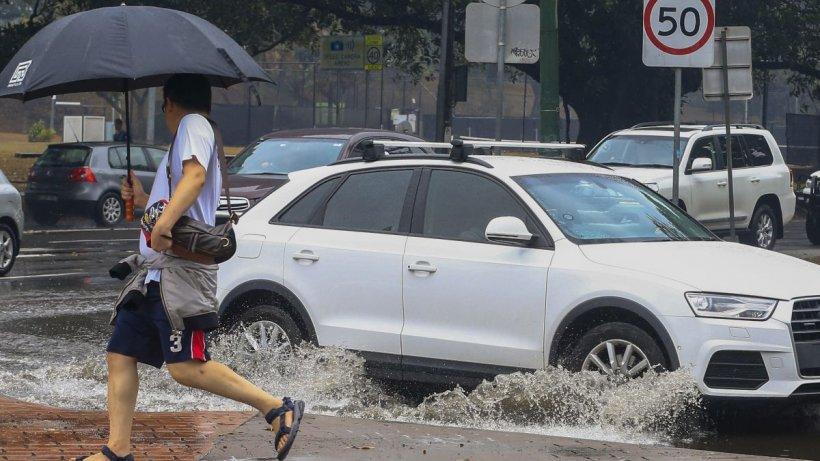 Cod galben de ploi! Avertizare meteo de cantități însemnate de apă, în 10 județe ale țării