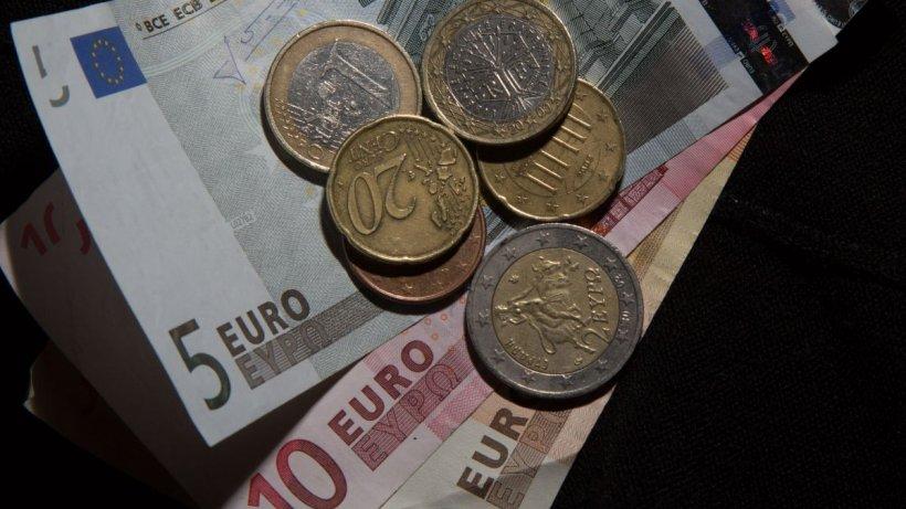 Euro se apropie vertiginos de 5 lei. A atins un nou maxim istoric în raport cu moneda națională