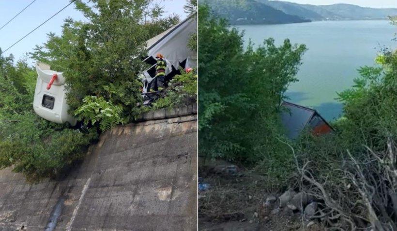 Şofer de TIR blocat în cabina distrusă şi agăţată de liniile de înaltă tensiune, accident la ieşire din Orşova