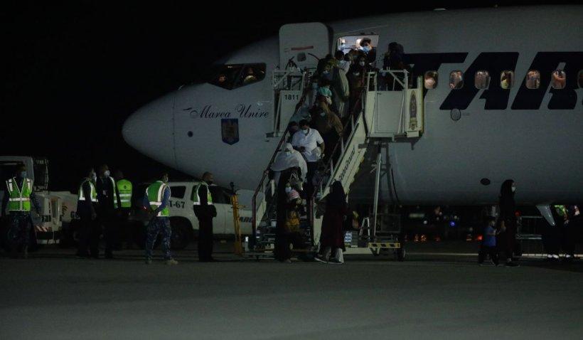 Un avion TAROM cu refugiați afgani a ajuns în România