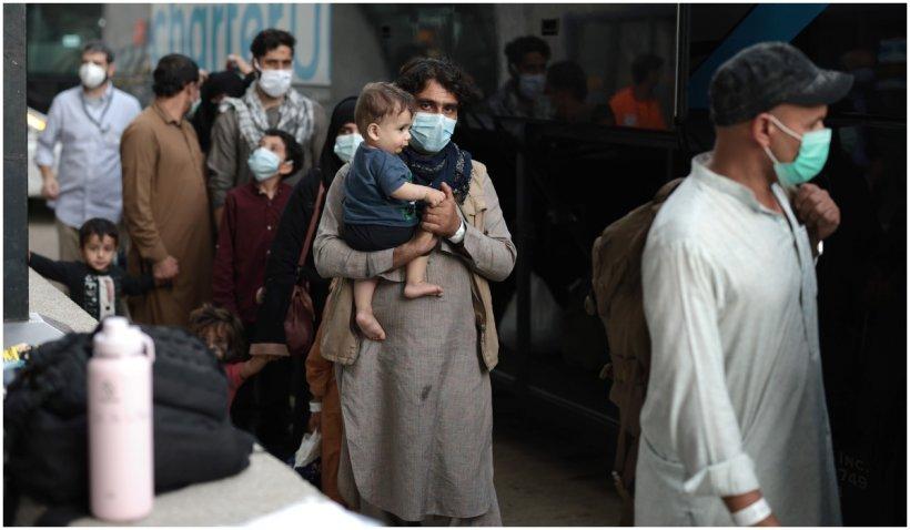 Talibanii vor permite plecarea din Afganistan a 200 de civili americani