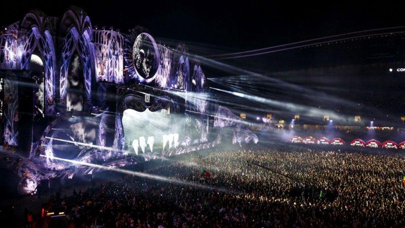 A treia noapte de Untold, spectacol incendiar cu artişti celebri