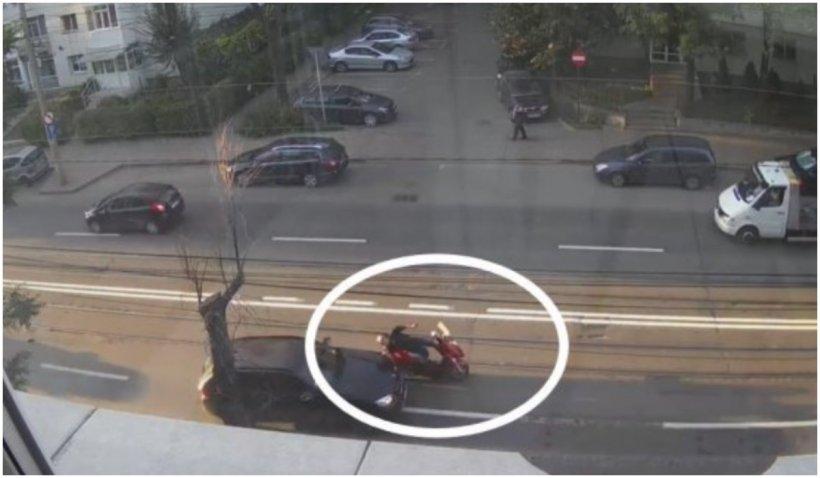 Viral! Momentul în care o şoferiţă din Iași izbeşte un motociclist ce mergea paralel cu ea