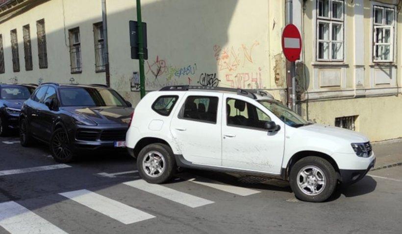 """Primarul Brașovului, Allen Coliban, îşi cere scuze public pentru că a parcat pe o trecere de pietoni: """"Acest eveniment nu-mi face cinste"""""""