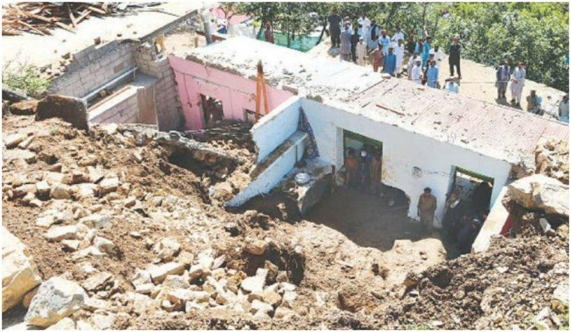 Furia naturii a ucis 14 membri ai aceleiași familii în Pakistan. Trăsnetele au lovit simultan două case învecinate