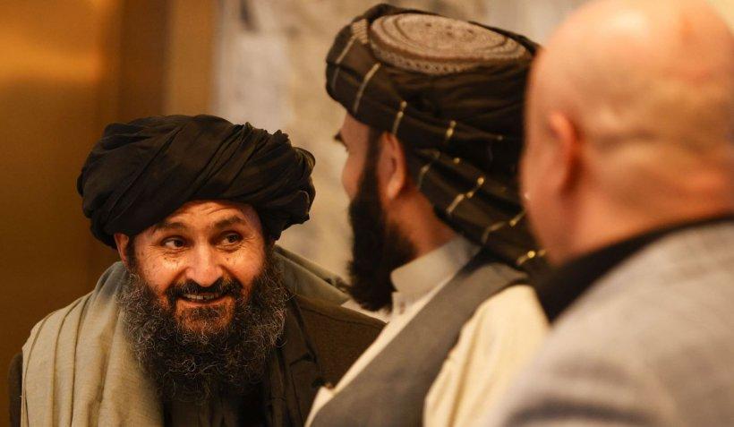 Scandal la Kabul între talibani. Mullahul Baradar și un lider Haqqani s-au înjurat iar susținătorii lor s-au încăierat