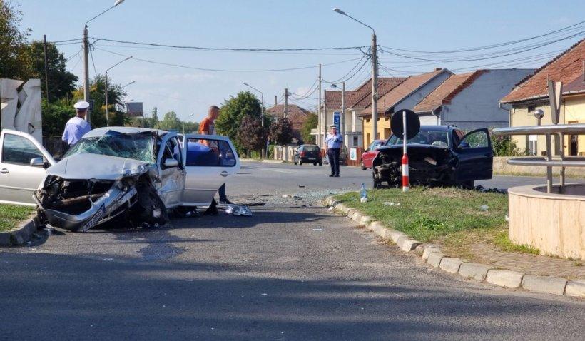 Accident cu şapte victime la Caransebeş, provocat de două șoferițe de 29 de ani