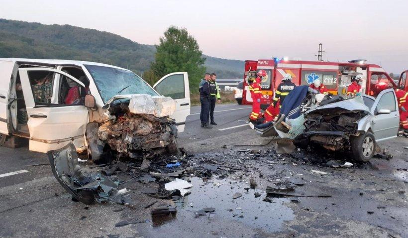 Doi bărbaţi au murit instant după un impact frontal devastator într-un accident în Căpuşu Mare, Cluj
