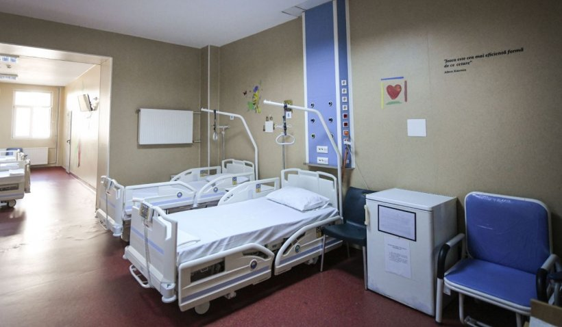 O femeie internată la spitalul din Botoşani a sunat la 112 pentru a merge la toaletă