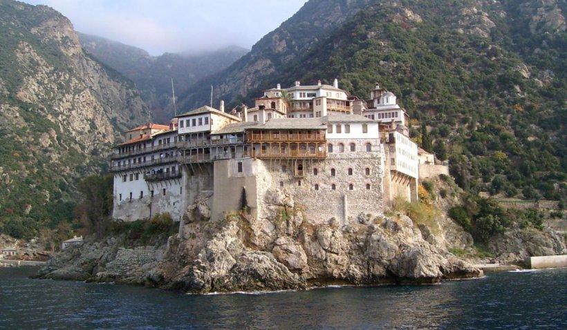 Schitul românesc Prodromu: Informațiile depre existența unui focar uriaș de COVID-19 în mănăstirile de pe Muntele Athos sunt false