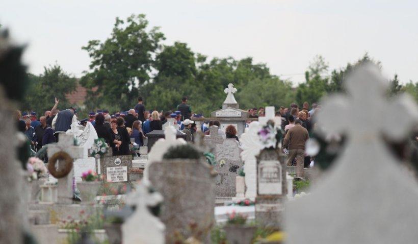 Tragedie într-un cimitir din Hunedoara. Un muncitor a murit, după ce utilajul pe care lucra s-a răsturnat peste el