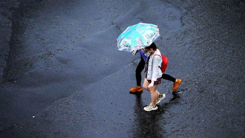 Vremea se schimbă radical în orele următoare! Avertizare meteo de ploi și vijelii pentru cea mai mare parte a țării