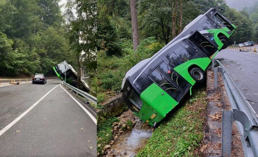 Momente de panică pe o șosea din Brașov. Un autobuz a căzut în șanț, după ce s-a defectat