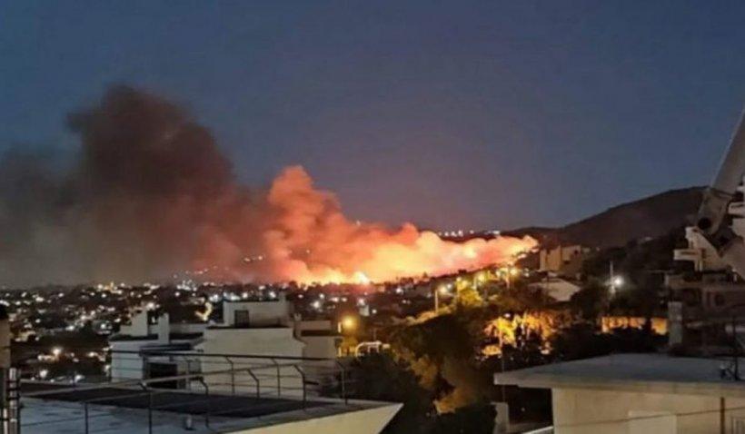 Incendiile de vegetație au reizbucnit în apropiere de Atena. Există suspiciuni că focul a fost pus intenționat