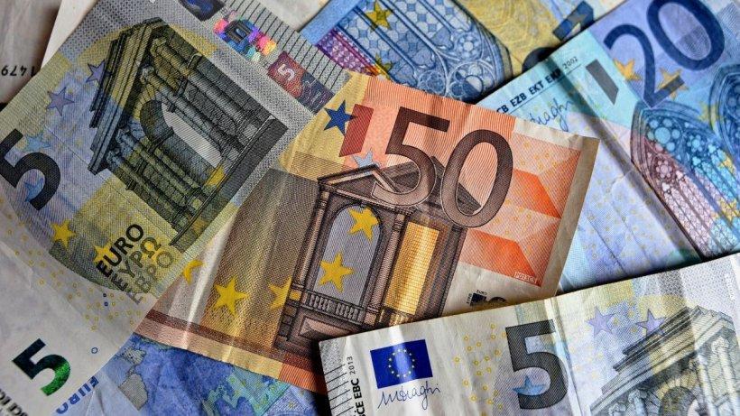 """Românii, tot mai datori la bănci. Analist economic: """"Ratele românilor vor fi mai scumpe, cu sume cuprinse între 100 şi 300 de lei, pe lună"""""""