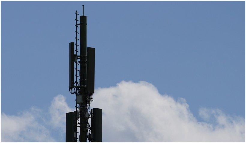 """Doi călugări au incendiat o antenă 5G în Franța pentru că au vrut să """"facă un bine umanității"""""""