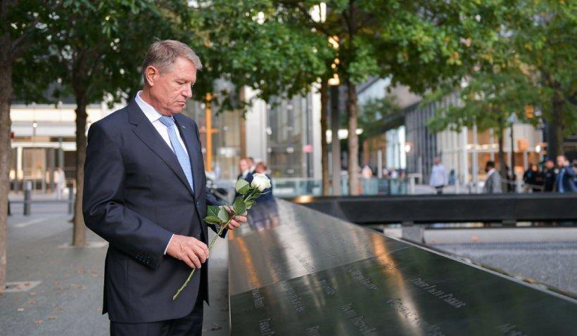Klaus Iohannis a depus flori la memorialul victimelor atentatelor teroriste din 11 septembrie, la New York