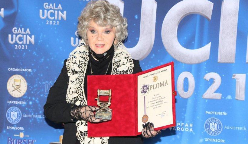 La 78 de ani, Margareta Pâslaru, elegantă şi rafinată pe scena Uniunii Cineaștilor din România