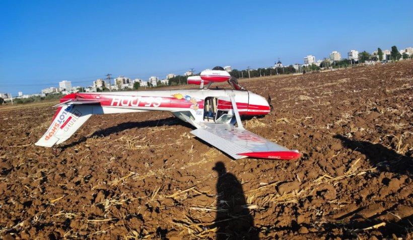 Avion aterizat forțat, pe un teren de lângă aerodromul Strejnic, Prahova. Anchetă deschisă de Parchetul de pe lângă Curtea de Apel Ploieşti