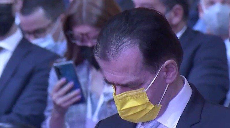 Congres PNL septembrie 2021. Orban nu a aplaudat la discursul lui Iohannis, a stat numai cu ochii în telefon, în timp ce Cîţu s-a ridicat în picioare