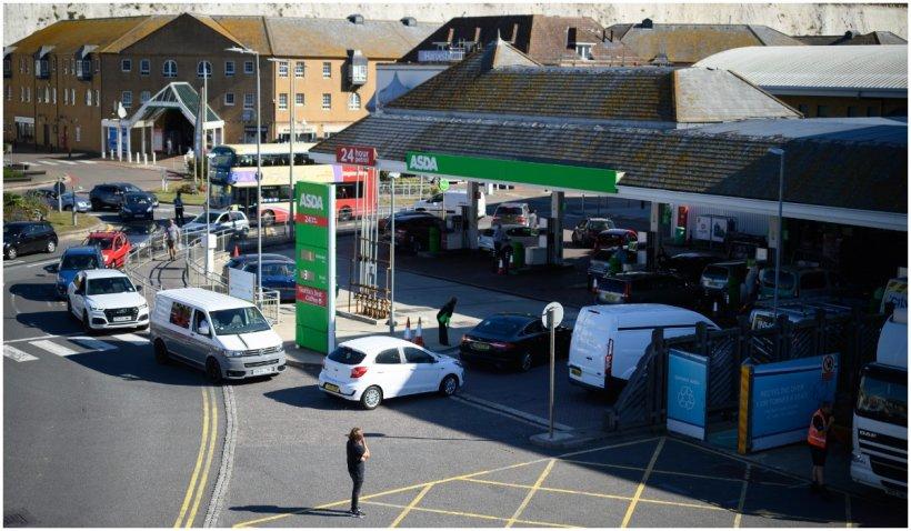 Guvernul britanic vrea să acorde 10.500 de vize temporare pentru șoferi
