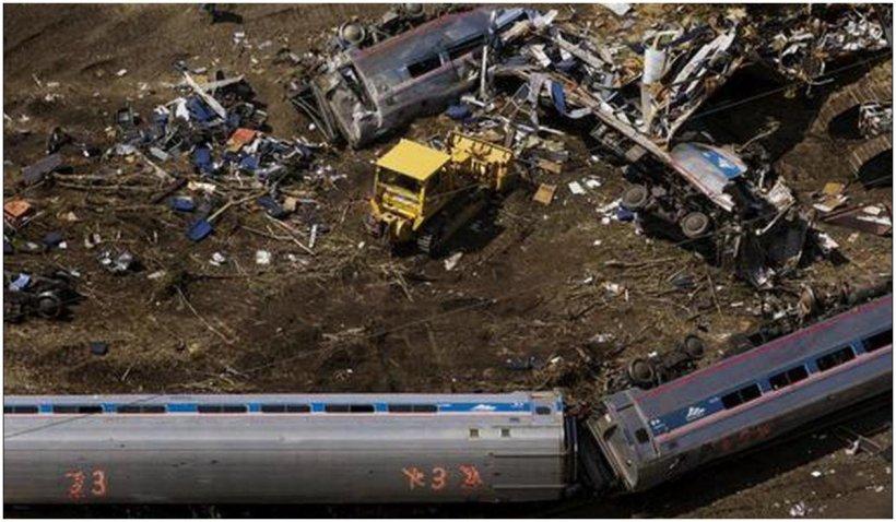 Cel puțin trei oameni au murit după ce un tren a deraiat în Montana