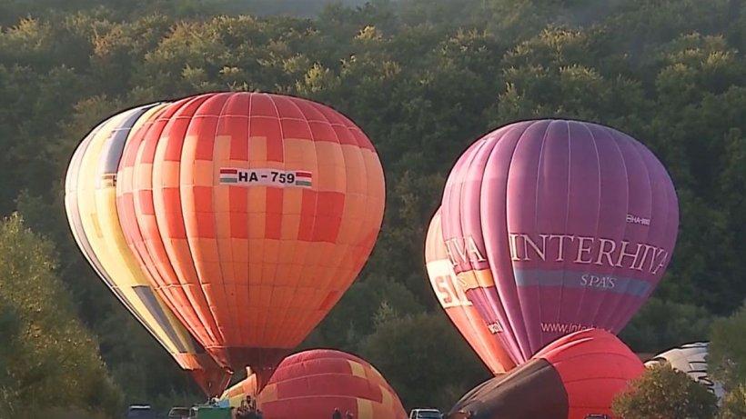 Spectacol inedit în județul Mureș! Cer împânzit cu zeci de baloane cu aer cald