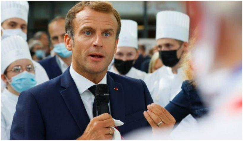 Președintele Emmanuel Macron a fost lovit cu un ou de către un protestatar