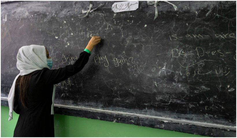 Femeile afgane nu mai au voie să predea sau să meargă la cursuri la Universitatea din Kabul