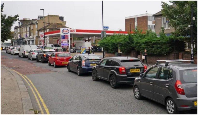 Marea Britanie și criza combustibilului: ce a provocat-o și încotro se îndreaptă