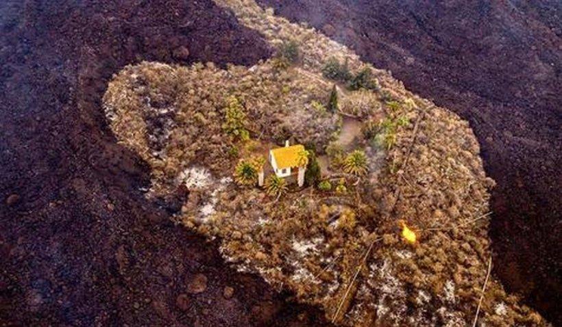 """Capăt de drum pentru """"Casa miracolului"""" din insula La Palma. A rezistat zile întregi râurilor de lavă"""