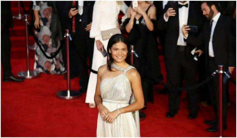 """Emma Răducanu, eleganță și rafinament la premiera noului film Bond, """"No time to die"""""""