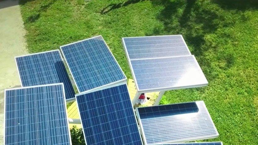 Cum puteţi fi plătiţi pentru energia electrică produsă de propria casă