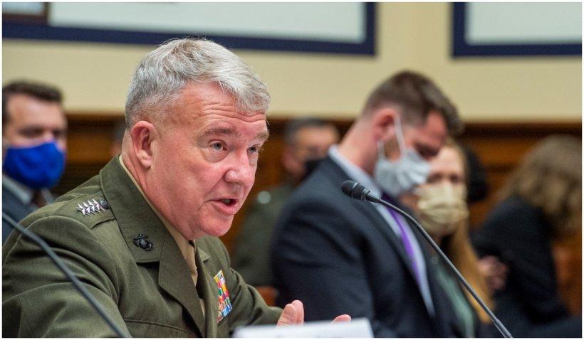 Șeful Comandamentului Central al SUA spune că începutul căderii Afganistanului a stat în înțelegerea lui Trump cu talibanii