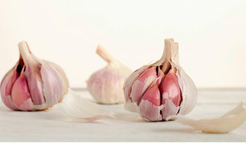 5 beneficii mai puțin cunoscute ale consumului de usturoi