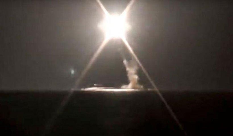 Rusia și-a testat în premieră racheta hipersonică Zirkon de pe un submarin