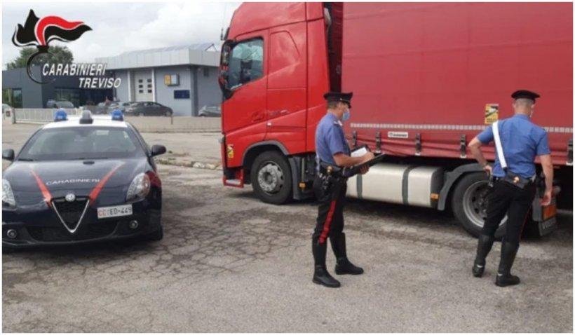 Bătaie cu bâte și cuțite între doi șoferi români de TIR într-o parcare din Italia