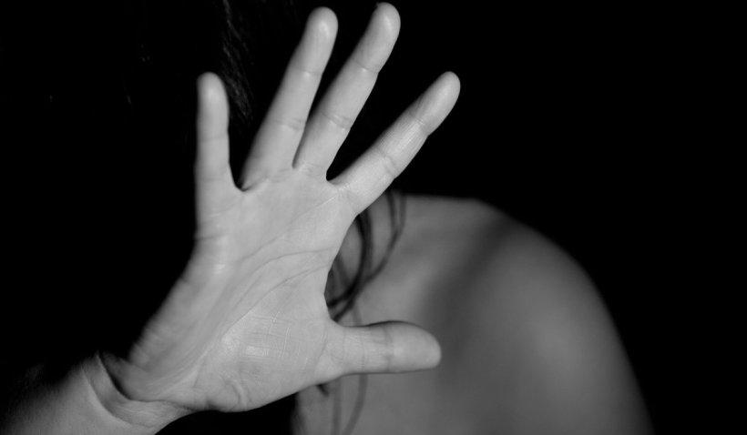 Pumnul lovește, indiferența ucide. O româncă din trei a fost abuzată, cel puțin o dată pe parcursul vieţii