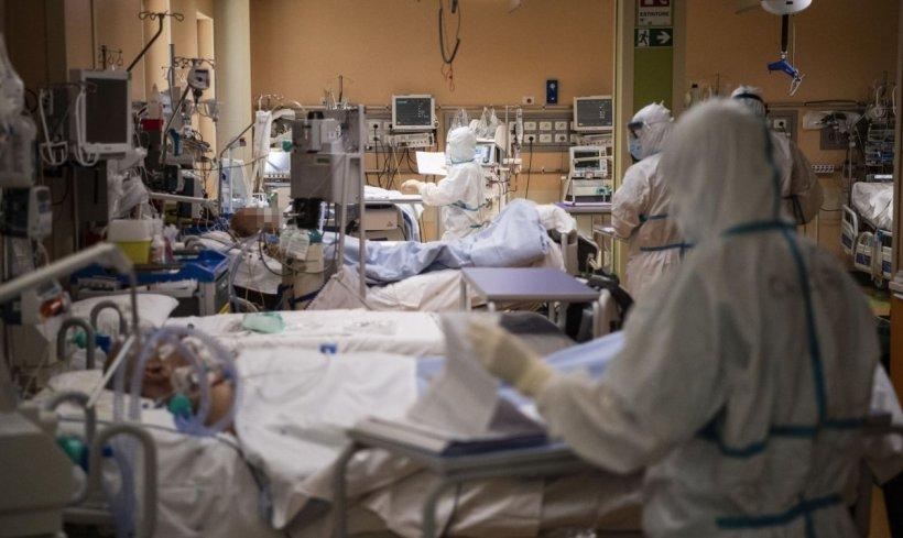 Criteriile după care medicii decid ce bolnavi COVID au prioritate la patul din ATI
