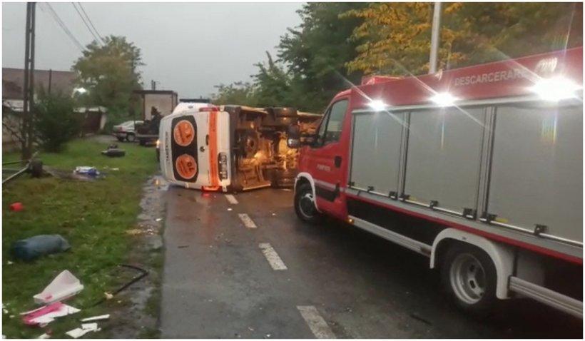 Microbuz cu 22 de pasageri, grav accident rutier în Arad. A fost activat Planul Roșu de intervenție