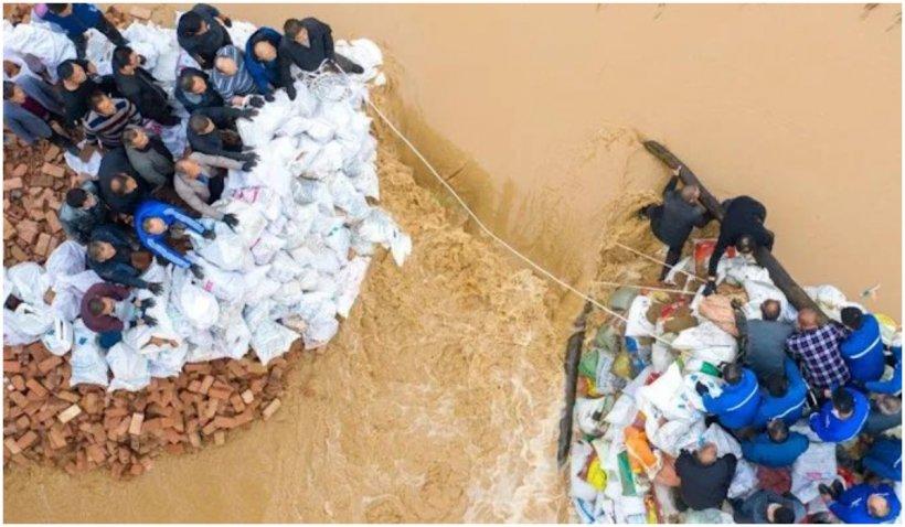 Cel puţin 15 persoane şi-au pierdut viaţa și 3 sunt date dispărute în urma inundaţiilor din nordul Chinei