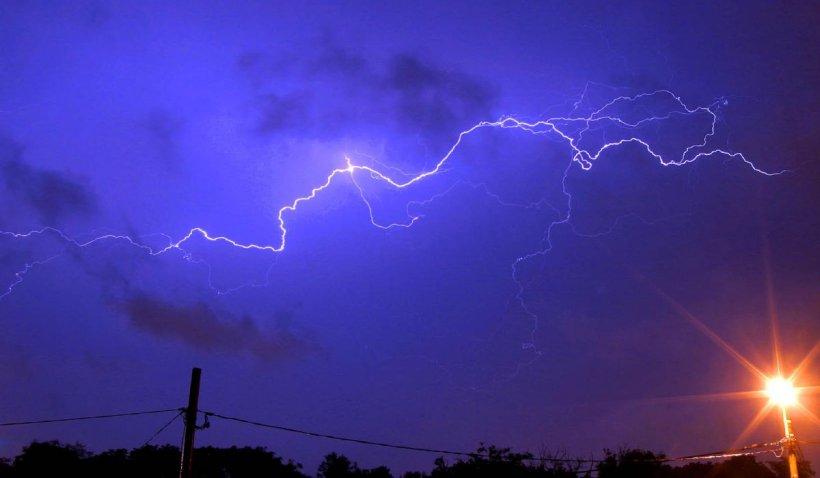 Avertizare meteo: Un ciclon va lovi România. Cod portocaliu de ploi torențiale și vânt puternic