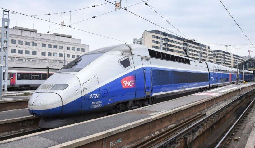 """Patru migranți, spulberați de tren, în Franța. Politicieni francezi: """"E mai ușor să fii migrant ilegal în Anglia!"""""""