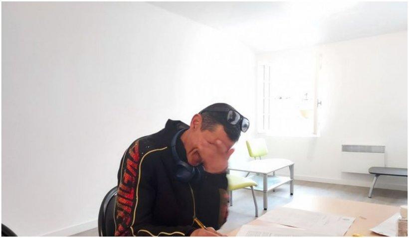 Un cerșetor român, care a impresionat Franța, plânge de bucurie: a primit o casă în dar