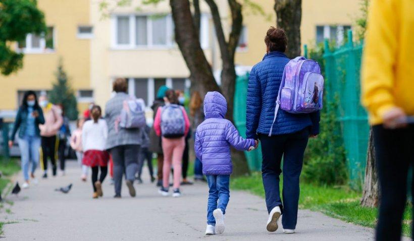 DSP Ilfov recomandă tuturor școlilor din județ să treacă în mediul online